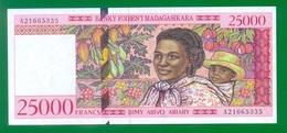 Madagascar 25 000 Francs = 5000 Ariary ND(1998) P82 UNC - Madagascar
