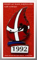 SUPER PIN'S HOCKEY Sur GLACE J.O 92 : Aux J.O D'ALBERVILLE En 92, Discipline HOCKEY Sur GLACE Sur FLAMME ROUGE 3,5X1,8cm - Olympische Spelen