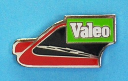 1 PIN'S //  ** PIECES AUTO / VALEO / ESSUIE GLACE ** - Badges