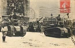 CPA Guerre 1914 1918 Chars D'assaut Tanks Devant L'Arc De Triomphe Fêtes De La Victoire 14 Juillet 1919 Militaria - Patriotiques