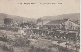 CPA Les Laumes - Alésia - La Gare Et Le Mont Auxois (avec Nombreux Wagons De Marchandises Sur Les Voies) - France