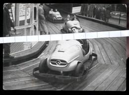 FOTO DI UN RAGAZZO SUL GO-KART ( MERCEDES BENZ )AL LUNA PARK - ANNI 50 (cm 7,5 X 10,5) - Automobili