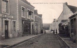 CPA, Bouessé-Vassé, Route De Parennes (bas), Animée, Café Beslin, Carotte Tabac - France