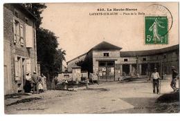 LA FERTE SUR AUBE PLACE DE LA HALLE TRES ANIMEE - France