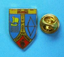 1 PIN'S  //   ** COMPAGNIE D'ARC / 1302 / DE CONDÉ-SAINTE-LIBIAIRE ** - Tir à L'Arc