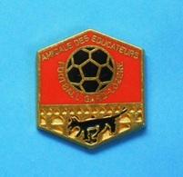 1 PIN'S  //   ** AMICALE DES ÉDUCATEURS FOOTBALL / GARD-LOZÈRE ** . (Beraudy - France) - Associations
