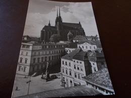 B712   Brno Cecoslovacchia Quartiere De Petrow Viaggiata Presenza Piega Angolo - Cartoline