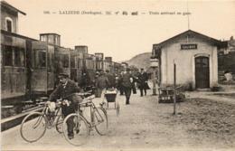 24- Lalinde- Train Arrivant En Gare - France