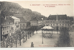 BELFORT . LA PLACE D'ARMES , L'HOTEL DE VILLE ET LE CHATEAU .  CARTE NON ECRITE - Belfort - City