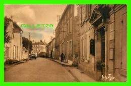 FRONTENAY-ROHAN-ROHAN (79) - ROUTE DE NIORT, VER LA MAIRIE - CIRCULÉE - ÉDITIONS RAYMOND BERGEVIN - - Frontenay-Rohan-Rohan