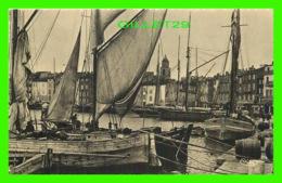 SAINT-TROPEZ (83) - LE PORT ET SES TARTANES - ÉCRITE -ANIMÉE DE  BATEAUX - COMBIER MACON - - Saint-Tropez