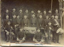 Militaria - Pompiers,certains Avec Un Sabre - Materiel, Pompe  Monté Sur Un Traineau - Photo - Pompiers
