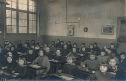 I41 - Carte Photo - Une Salle De Classe De Filles Et Des élèves Bien Sages - Schulen