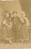 """67) SELESTAT : Carte-Photo - Costumes """"Souvenir Du 18.11.1918 - Entrée Triomphale De Nos Chers Libérateurs"""" Au Verso - Selestat"""