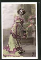 AK Frau Im Tollen Kleid Mit Blumen - Fashion