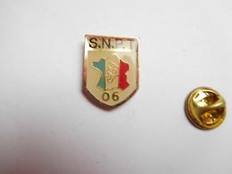 Beau Pin's , Police Nationale , SNPT , Syndicat National Des Policiers En Tenue , 06 , Alpes Maritimes - Polizia