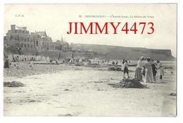 CPA - La Plage Bien Animée à Marée Basse - La Falaise De Tracy - ARROMANCHES 14 Calvados - Edit. C. P. B. - N° 86 - Arromanches