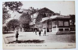CPA 06 Antibes Porte De France Rue De La République Enfants - Antibes