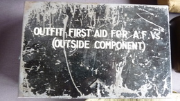 Outfit First Aid For Armoured Fighting Vehicles Vide Ww2 - Uitrusting