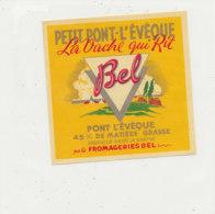T 709 -/ ETIQUETTE DE FROMAGE   PETIT PONT L'EVEQUE  LA VACHE QUI RIT FAB DANS LA SARTHE  FROMAGERIE BEL - Cheese