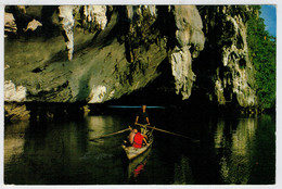 A  PASSAGE  OF BOATS IN A CAVE IN A MOUNTAIN AT A GROUP OF KO (ISLANDS) AT PANGA SOUTH        (VIAGGIATA) - Tailandia