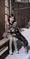 Original PHOTO PORTRAIT CARTE - LITTLE  GIRL WITH A DOG - CHIEN  - 1970s - Foto