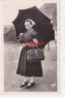 85 - Costumes Maraichins - Jeune Fille Au Parapluie, Gaby (voir Scan). - France