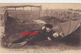 85 - Au Pays Maraichin - Parapluie  (voir Scan). - France