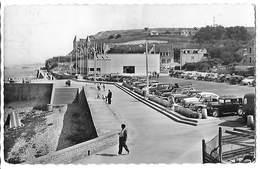 14  - ARROMANCHES - Anciennes Voitures Dans Le Port Winston     H - Arromanches