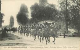GUERRE 14-18 -  TROUPES INDIENNES EN FRANCE - DEFILE DES LANCIERS - War 1914-18