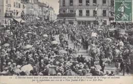 EVENEMENTS ( Fêtes ) 60 - COMPIEGNE - FETES DE JEANNE D'ARC 1909 : L'Héroïne Tenant Haut Et Ferme Son étendard CPA Oise - Evénements