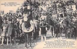 EVENEMENTS ( Fêtes ) 60 - COMPIEGNE - FETES DE JEANNE D'ARC 1909 : Avant Le Tournoi ... M. CHAMBON Chante ... CPA - Oise - Otros