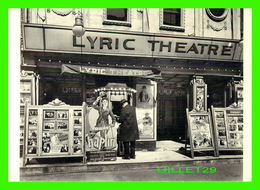 AFFICHES DE FILM - CHARLIE CHAPLIN AT THE LYRIC THEATRE, NEW YORK IN 1936 - PHOTO BY BERENICE ABBOT - FOTOFOLIO - - Séries TV