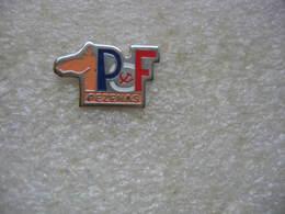 Pin's Du PCF De La Ville De PEZENAS. Parti Communiste Francais - Administrations