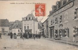 CPA - TAUVES (Puy De Dome) - Place De L'Hôtel De Ville  (Animée)- Au Dos Cachet BOEN Sur LIGNON (Loire) - France