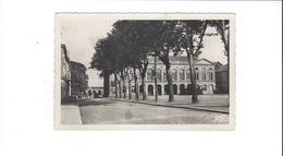 ARGENTAN  L HOTELDE VILLE ET LA PLACE AU FOND LA CASERNE  MOLITOR 1877 ****         A  SAISIR ****** - Argentan