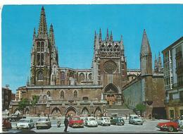 Espagne  Burgos La Cathedrale  Et Ses Vieilles Voitures - Burgos