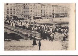 BAYONNE Procession Sur Le Pont Mayou - - Bayonne
