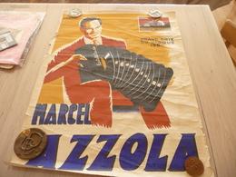 Affiche Musique Pub Marcel Azola Accordéon Grand Prix Disque 1954 Illustrée H.Guirbal Bords Imparfaits 55.5 X 77 Environ - Affiches & Posters