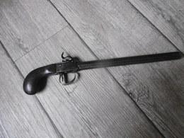 Pistolet A Percussion  Longueur   33cm - Armes Neutralisées