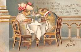 1er AVRIL Couple De Poissons, Un Déjeuner En Tête à Tête. Animaux Humanisés . Carte Gaufrée - 1° Aprile (pesce Di Aprile)