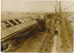 LE THEIL (61) - Catastrophe Ferroviaire 1961 - Déraillement Du Roscoff-Paris - Photo De Presse A.F.P. - Lieux