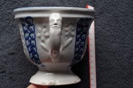 5/ Grande Tasse Chocolat Ca 1840 Epoque Louis Philippe  11 Cm De Haut Environ En L'état Egrenures Et Chocs Au Pied - Cups