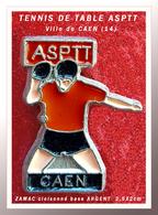 SUPER PIN'S TENNIS De TABLE -POSTE : Club De L'ASPTT De CAEN (14) En ZAMAC Cloisonné Base ARGENT, 2,5X2cm - Tennis De Table