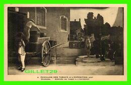 EXPOSITIONS DE 1937 - ARRIVÉE DU TABAC À L'ENTREPOT AU PAVILLON DES TABACS - ANIMÉE - - Expositions