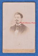 Photo Ancienne Vers 1900 - PARIS - Portrait Notable Parisien - Photographe P. Sescau - Homme Pose Moustache Mode Garçon - Photographs