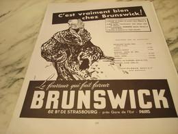 ANCIENNE PUBLICITE FOURRURE QUI FAIT FUREUR  BRUNSWICK 1951 - Habits & Linge D'époque