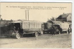 """1 Cpa Gare De Béthune - Les Autobus Parisiens En Chargement """"camions"""" - Bethune"""