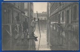 PARIS   Crue De La Seine  Janvier  1910   Rue De La Convention       Animées - Inondations