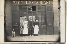 CAFE RESTAURANT CO...? - Patron Et Sa Famille, Son Chien  - Carte-photo Vers 1910 - Lieu à Situer - A Voir ! - Restaurants